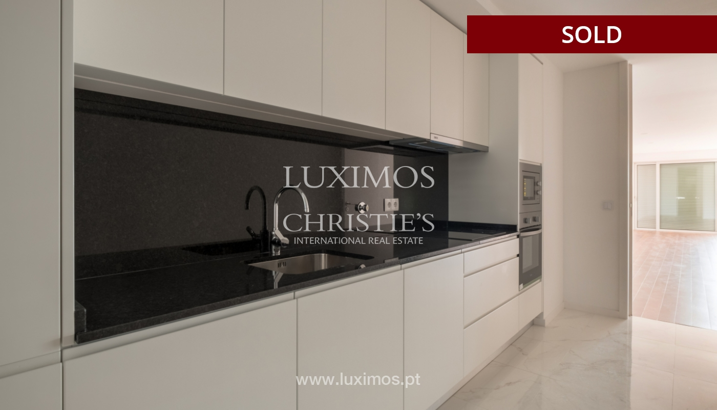 Sale of apartment, near the city park and beach, Matosinhos, Portugal_135958