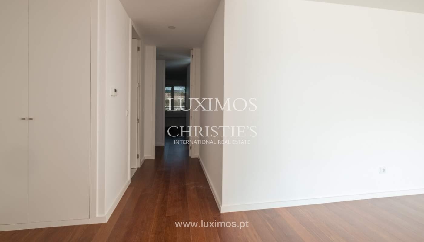Sale of apartment, near the city park and beach, Matosinhos, Portugal_135960