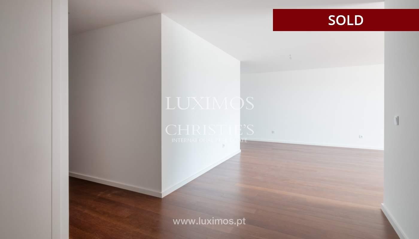 Sale of apartment, near the city park and beach, Matosinhos, Portugal_135962