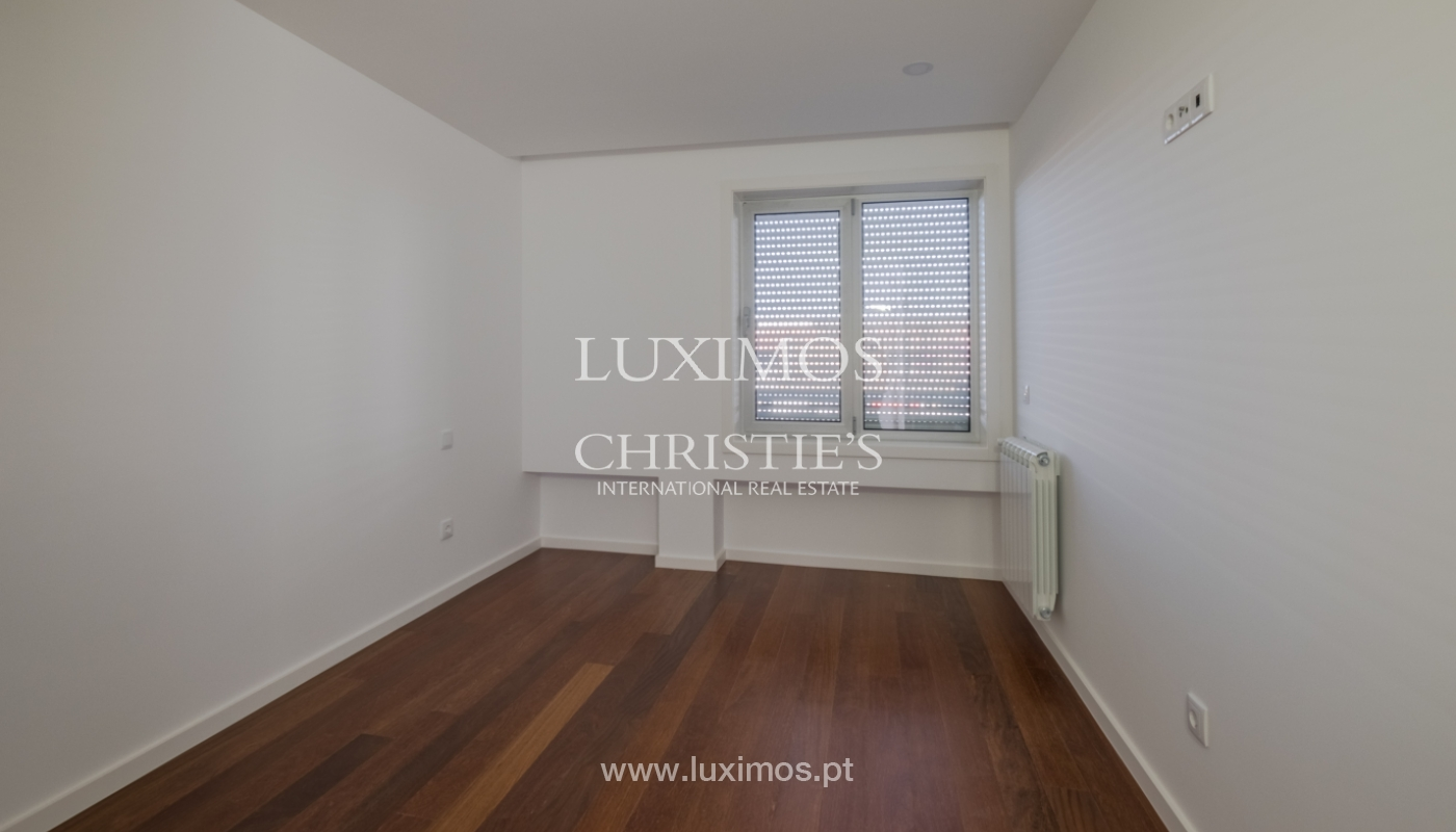Sale of apartment, near the city park and beach, Matosinhos, Portugal_135963