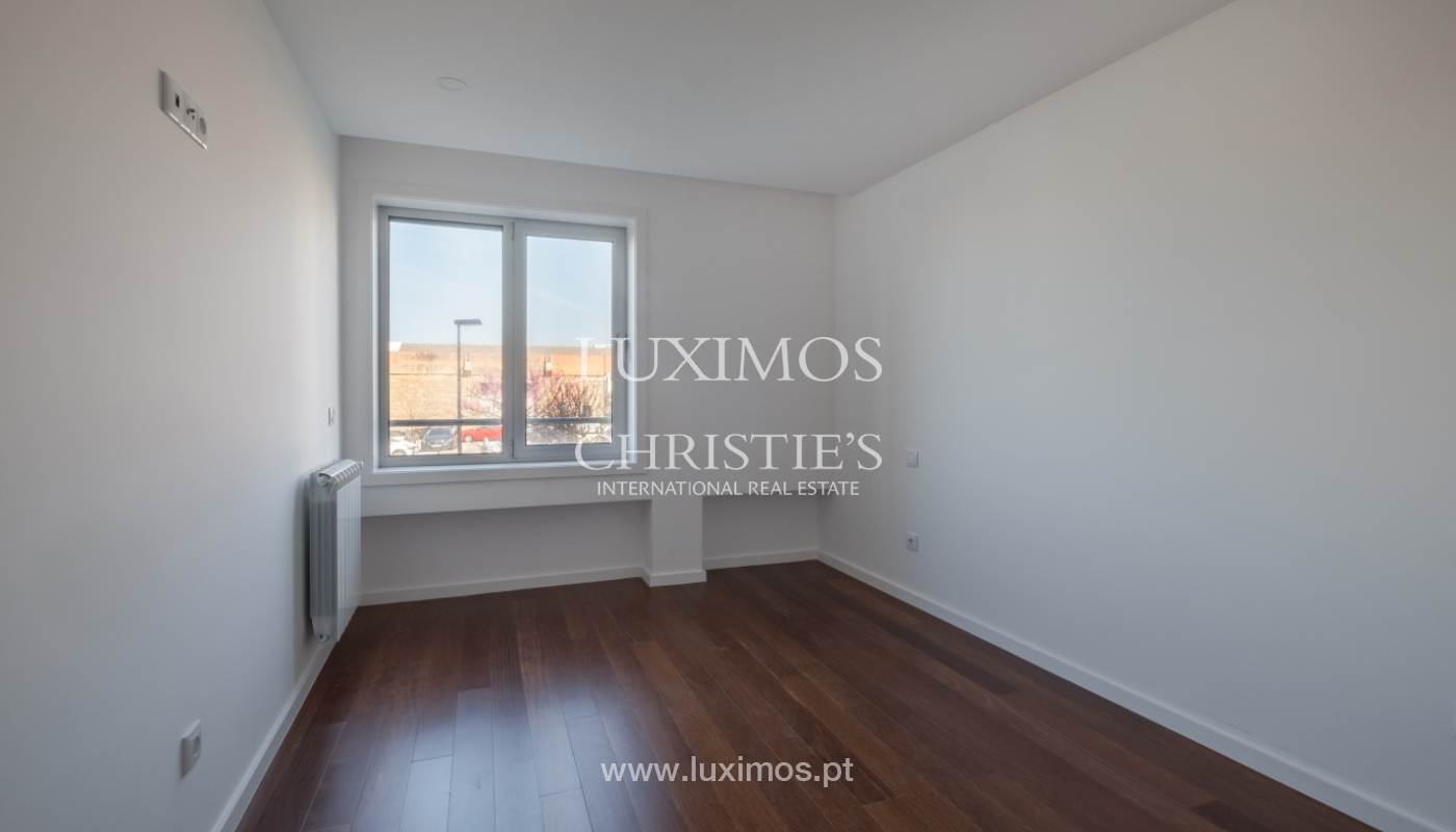 Sale of apartment, near the city park and beach, Matosinhos, Portugal_135972