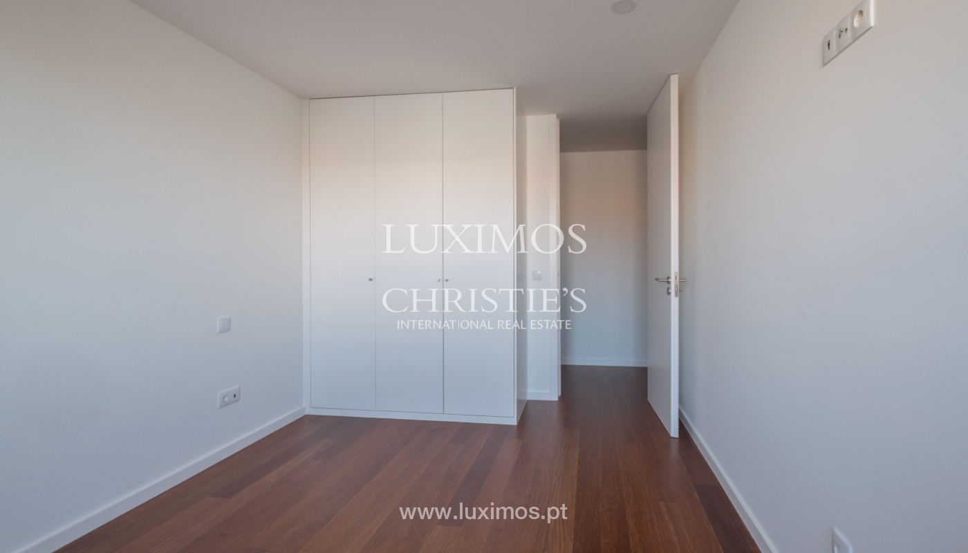 Sale of apartment, near the city park and beach, Matosinhos, Portugal_135973