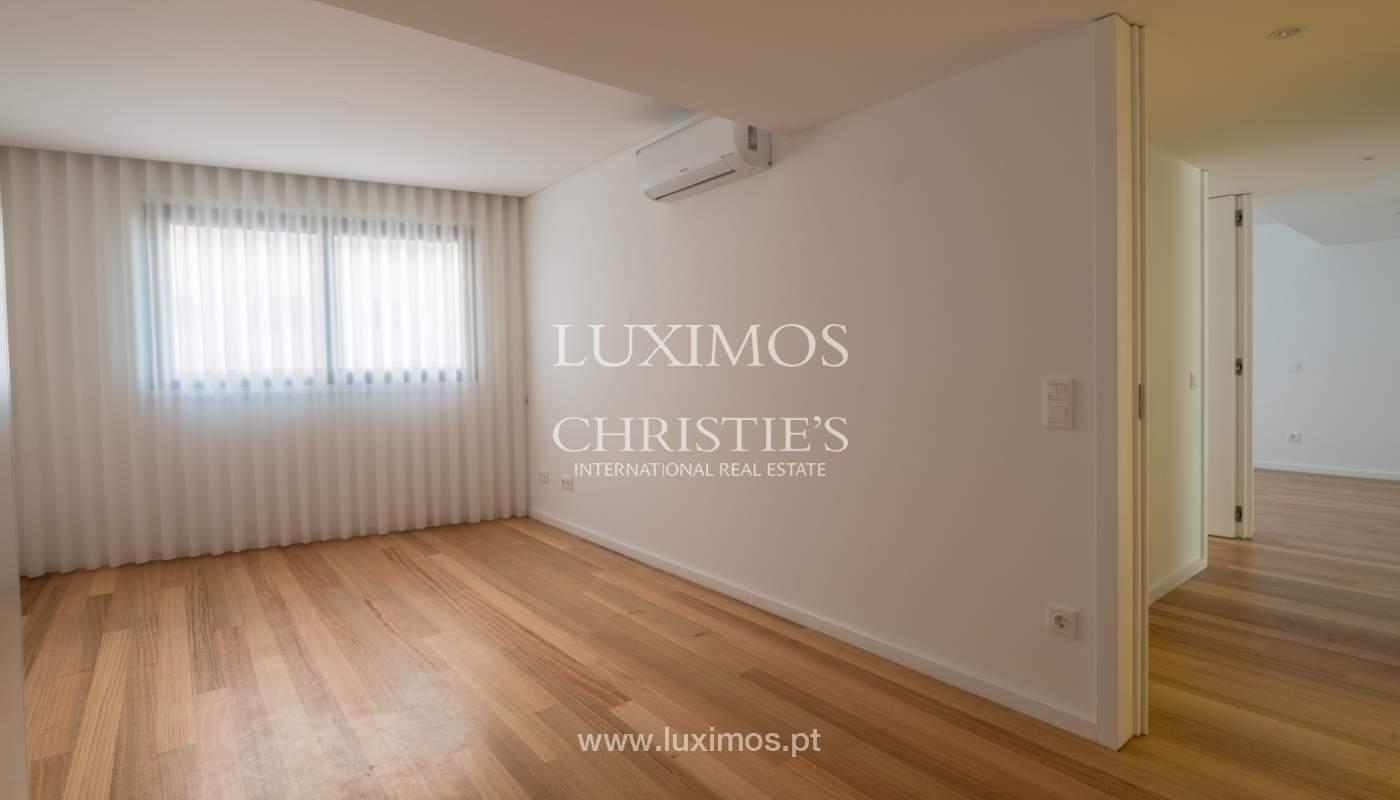 Nuevo y moderno apartamento con balcón, en venta, en Porto, Portugal_136069