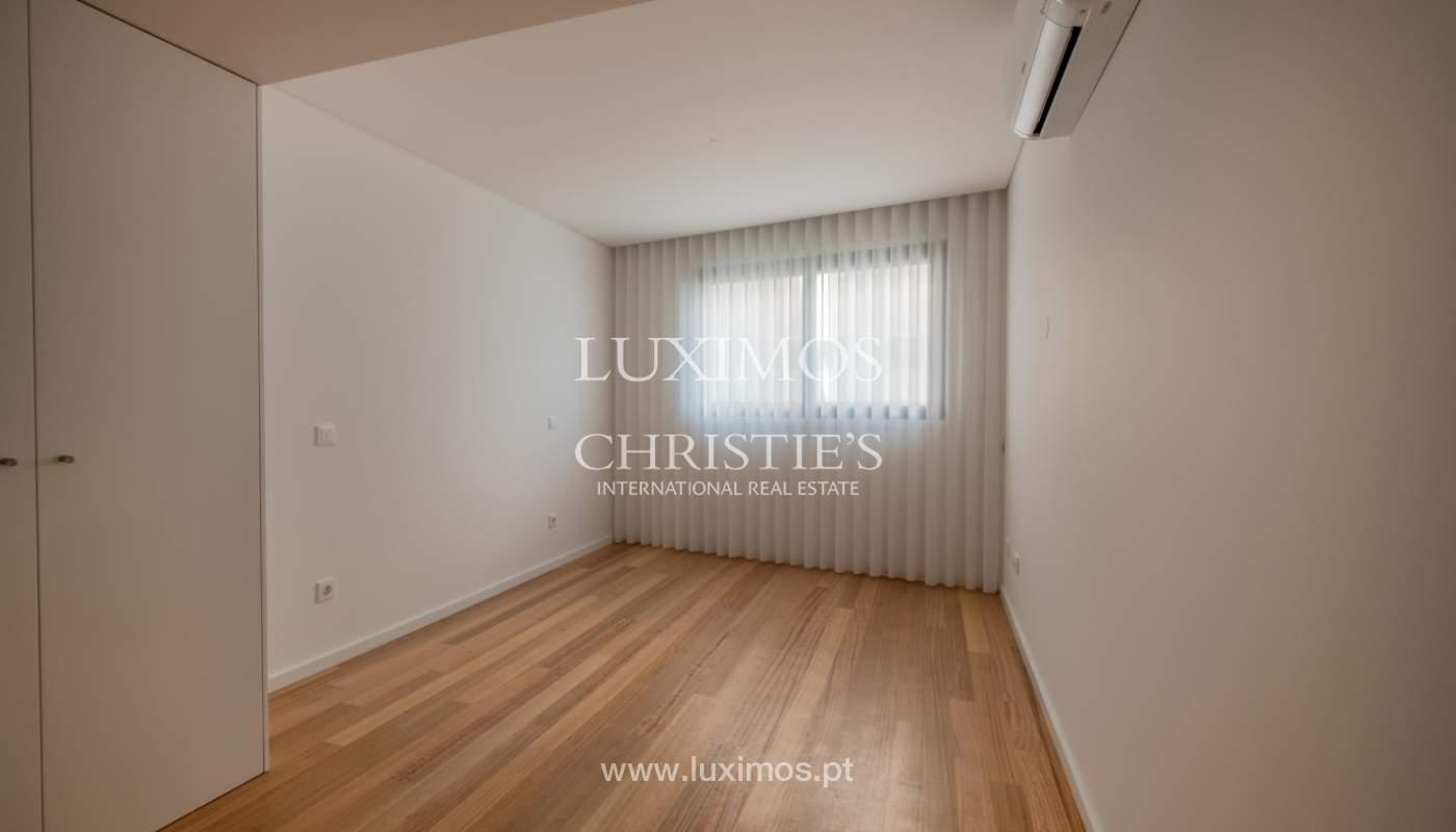 Nuevo y moderno apartamento con balcón, en venta, en Porto, Portugal_136074