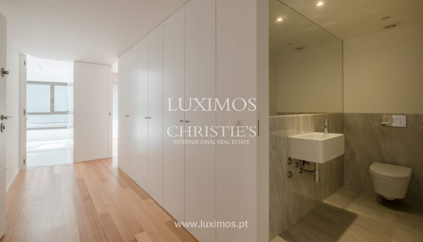 Nuevo y moderno apartamento con balcón, en venta, en Porto, Portugal_136076