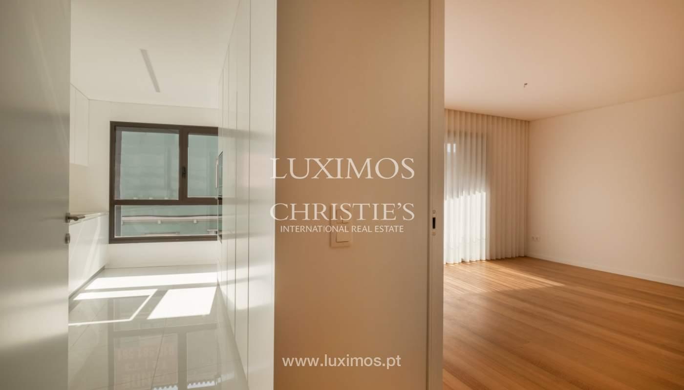 Nuevo y moderno apartamento con balcón, en venta, en Porto, Portugal_136082