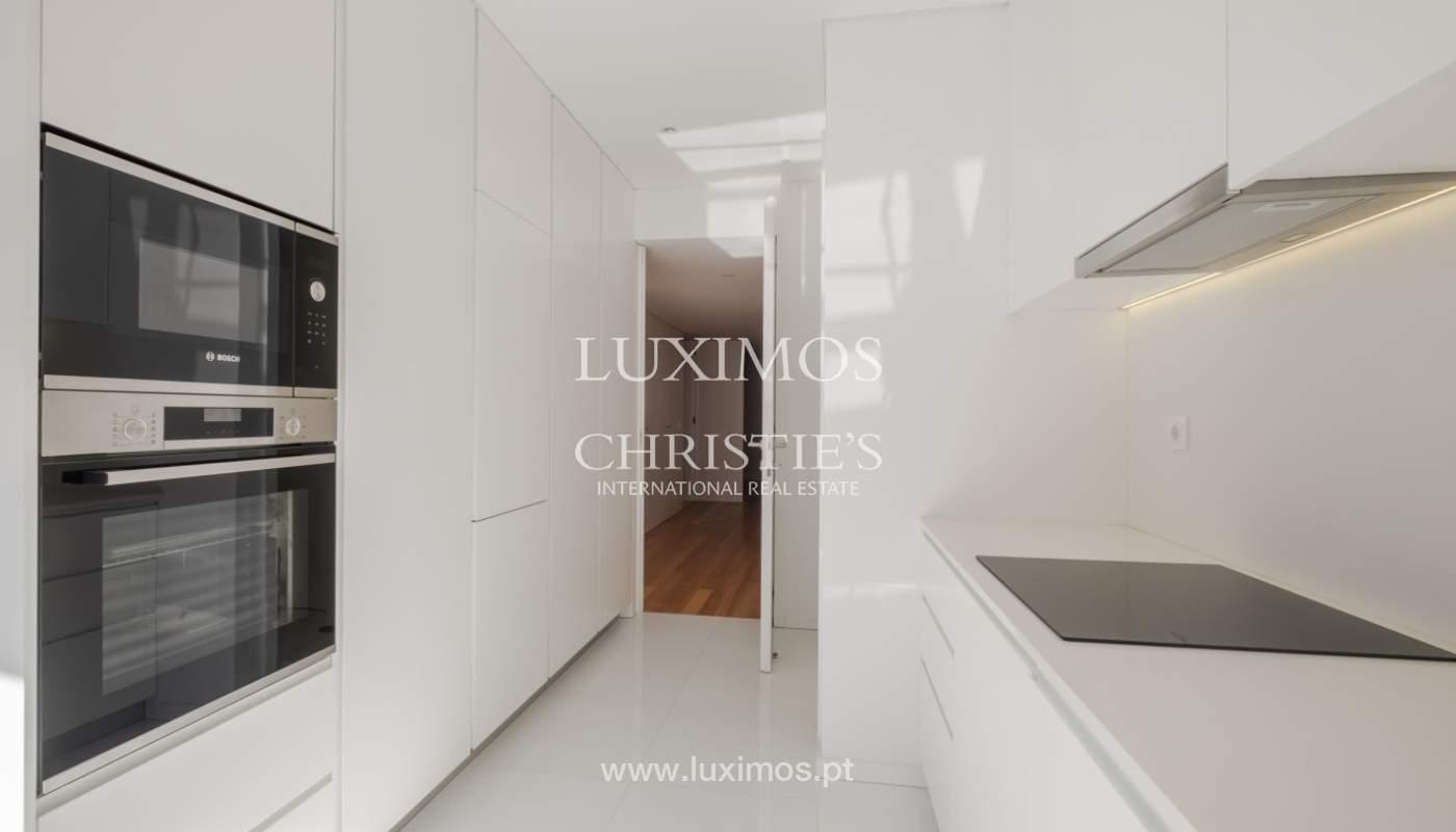 Nuevo y moderno apartamento con balcón, en venta, en Porto, Portugal_136084