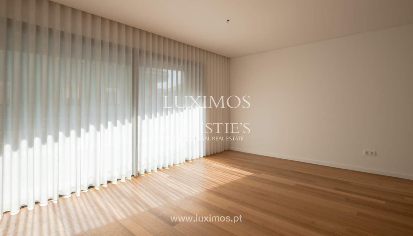 Nuevo y moderno apartamento con balcón, en venta, en Porto, Portugal_136086