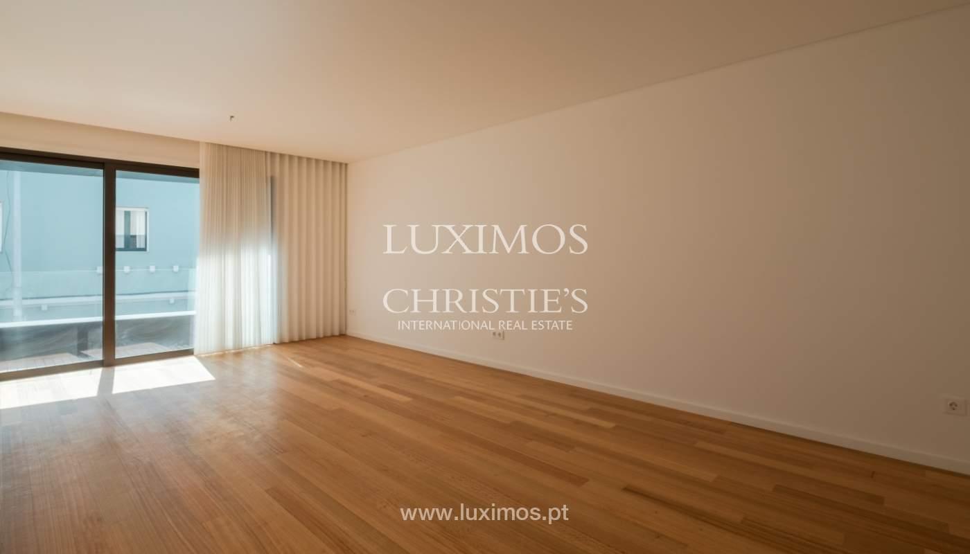 Nuevo y moderno apartamento con balcón, en venta, en Porto, Portugal_136089