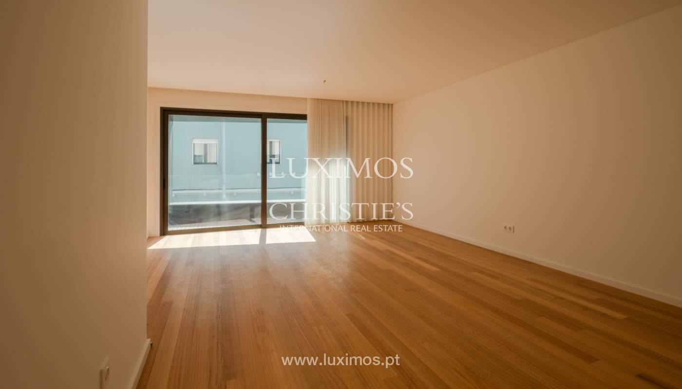 Nuevo y moderno apartamento con balcón, en venta, en Porto, Portugal_136093