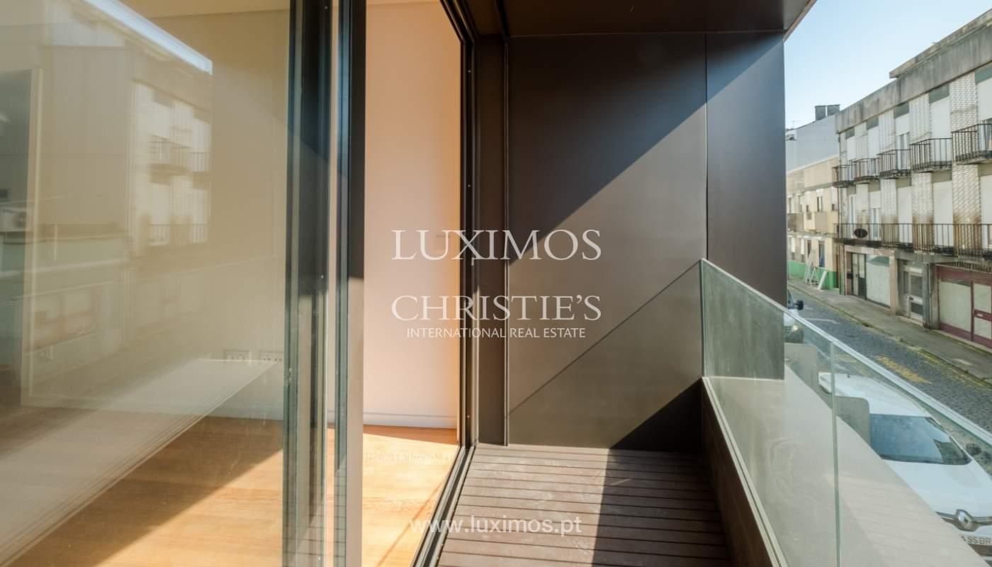 Nuevo y moderno apartamento con balcón, en venta, en Porto, Portugal_136094