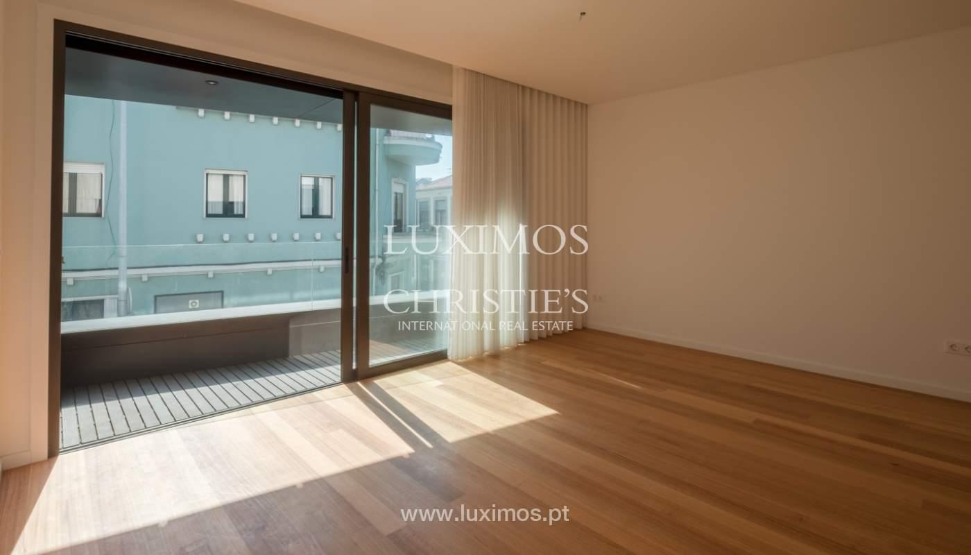 Nuevo y moderno apartamento con balcón, en venta, en Porto, Portugal_136096