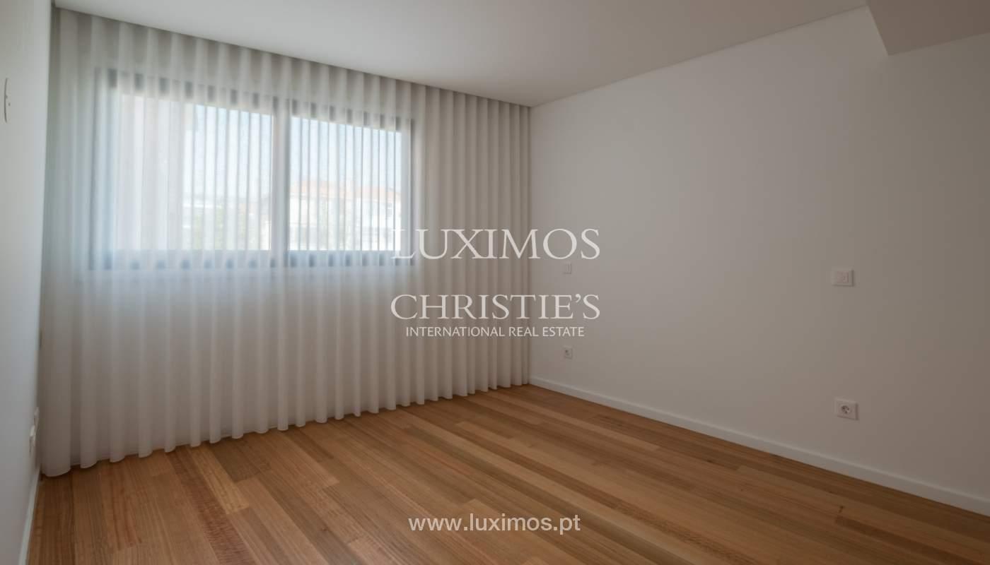 Nuevo y moderno apartamento con balcón, en venta, en Porto, Portugal_136098