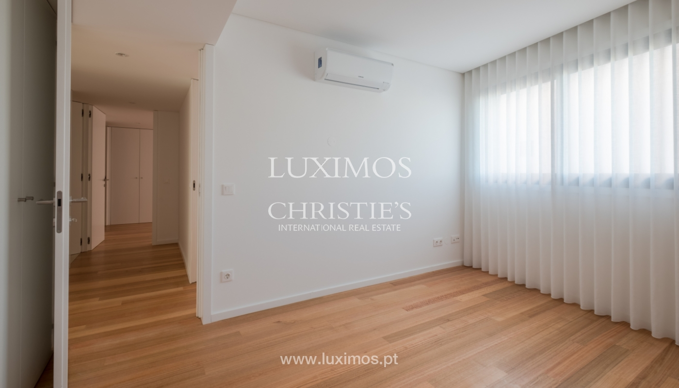 Nuevo y moderno apartamento con balcón, en venta, en Porto, Portugal_136099