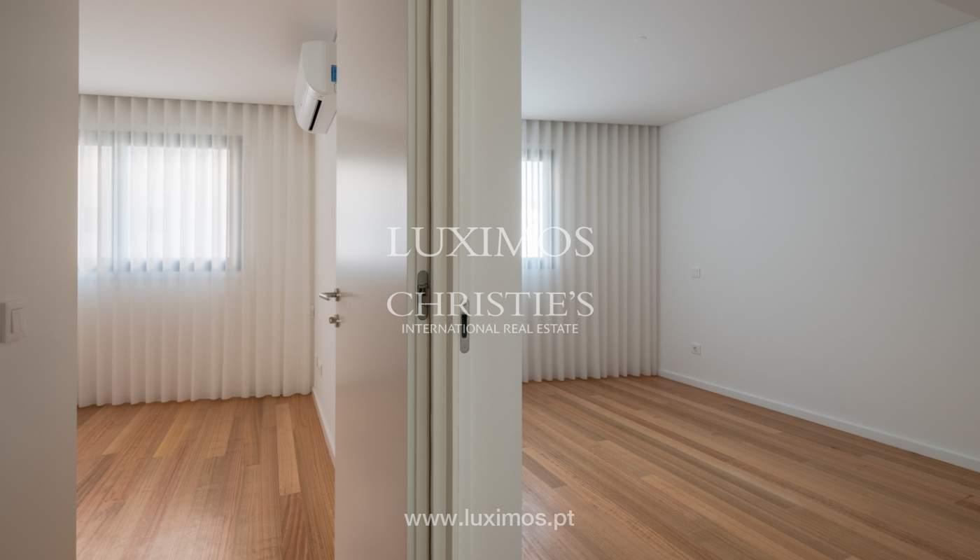 Nuevo y moderno apartamento con balcón, en venta, en Porto, Portugal_136101