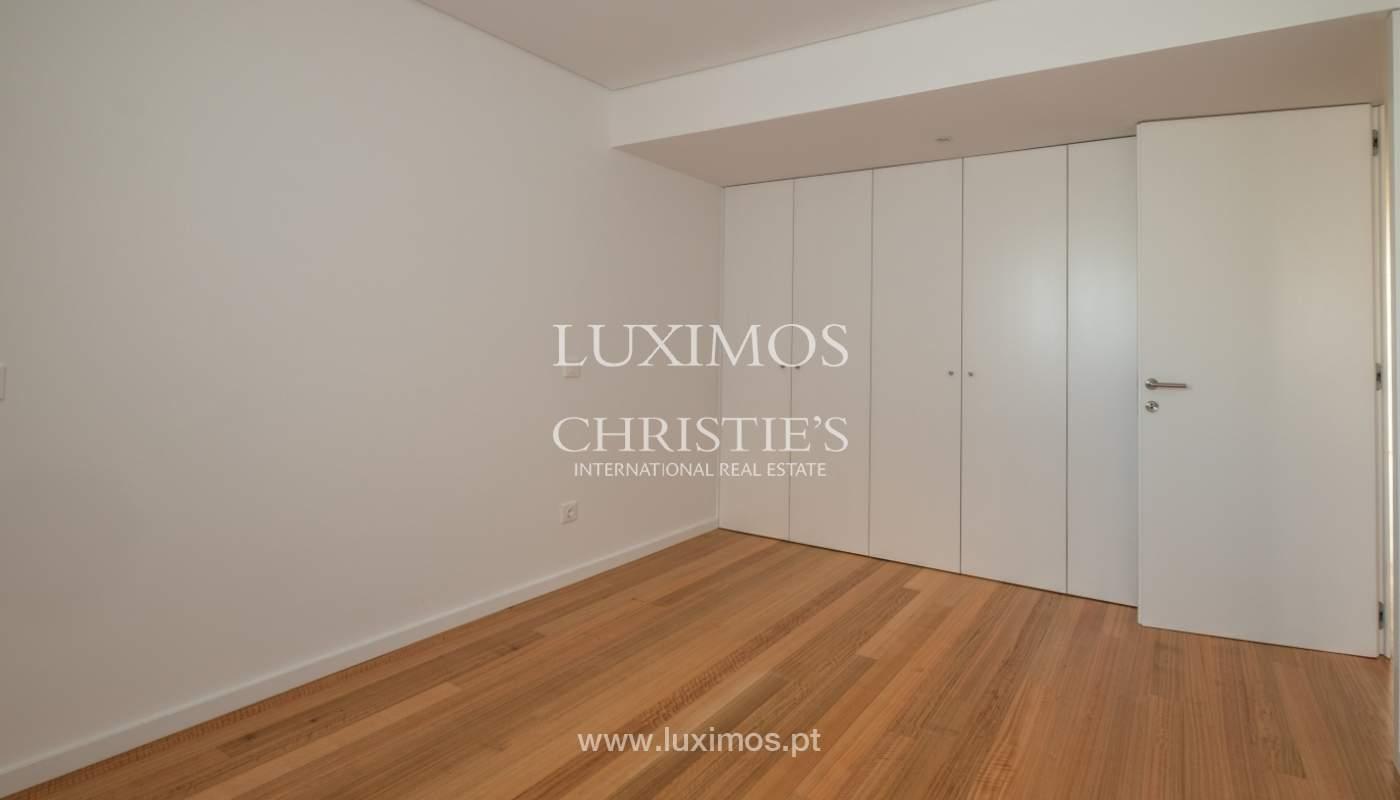Nuevo y moderno apartamento con balcón, en venta, en Porto, Portugal_136102