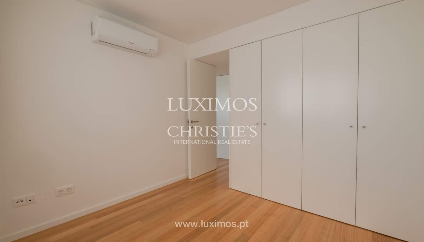 Nuevo y moderno apartamento con balcón, en venta, en Porto, Portugal_136103