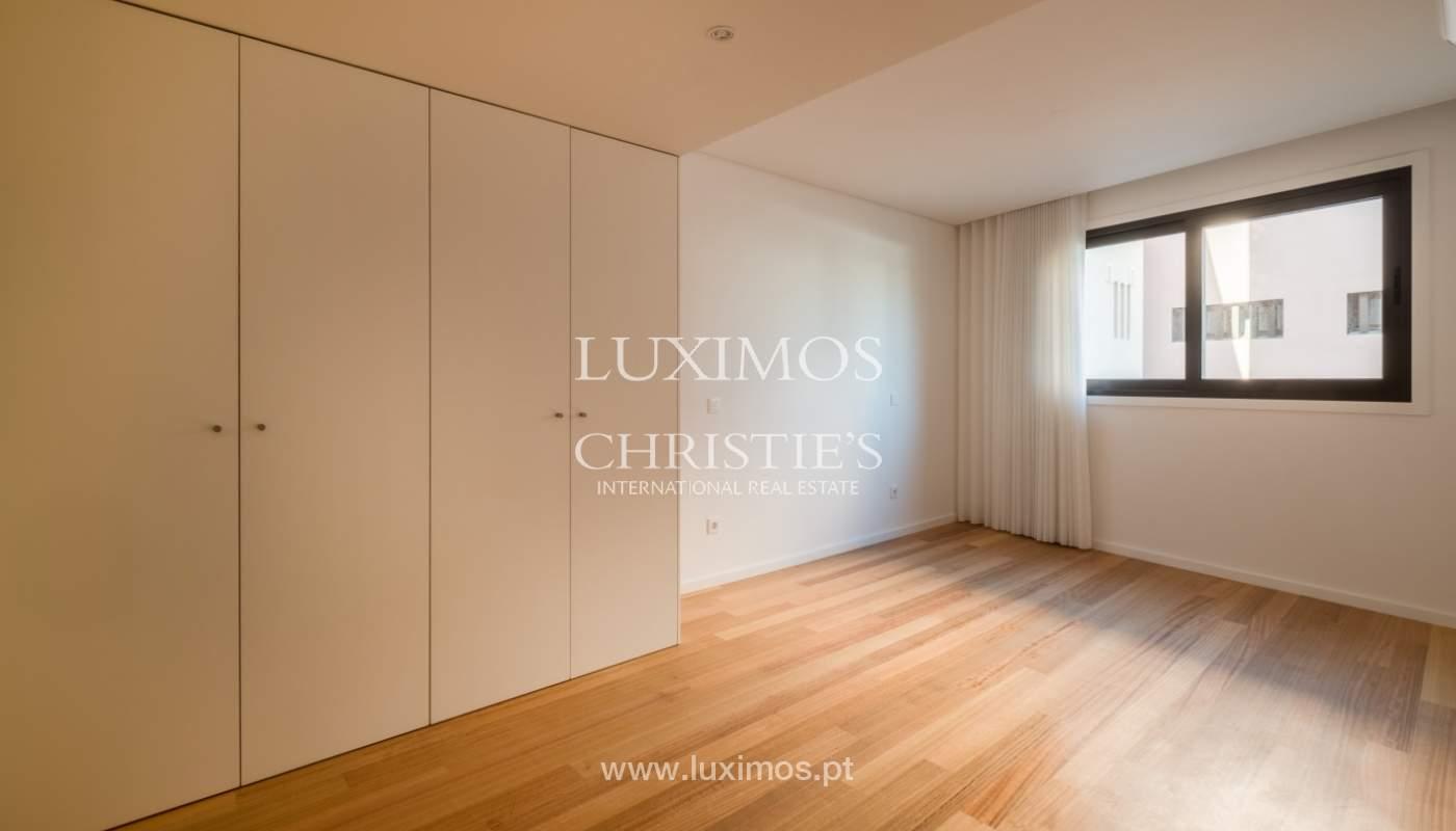 Nuevo y moderno apartamento con balcón, en venta, en Porto, Portugal_136107