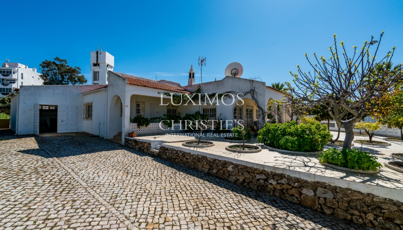 Sale of villa with pool and garden in Quarteira, Algarve, Portugal_136337
