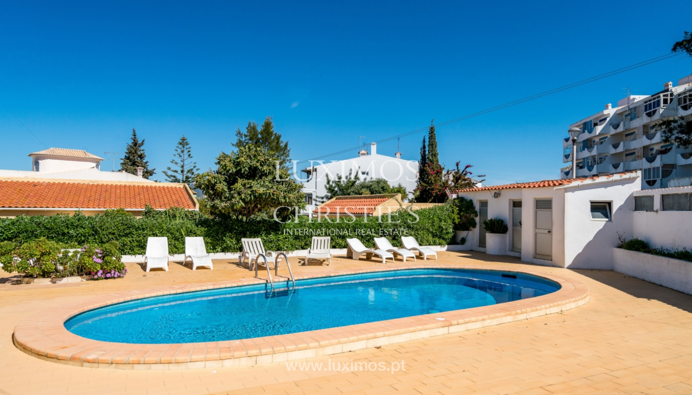 Sale of villa with pool and garden in Quarteira, Algarve, Portugal_136339
