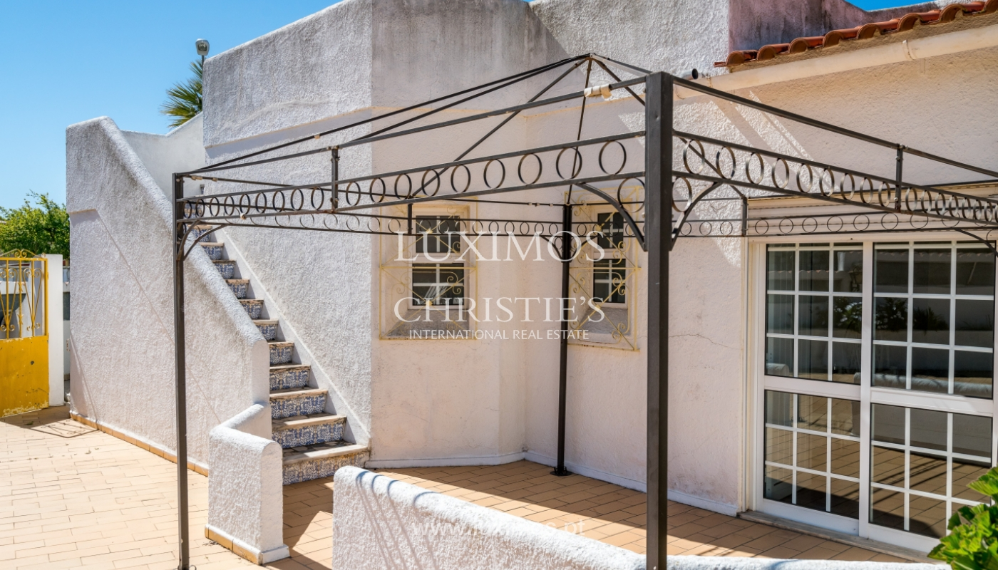 Sale of villa with pool and garden in Quarteira, Algarve, Portugal_136341