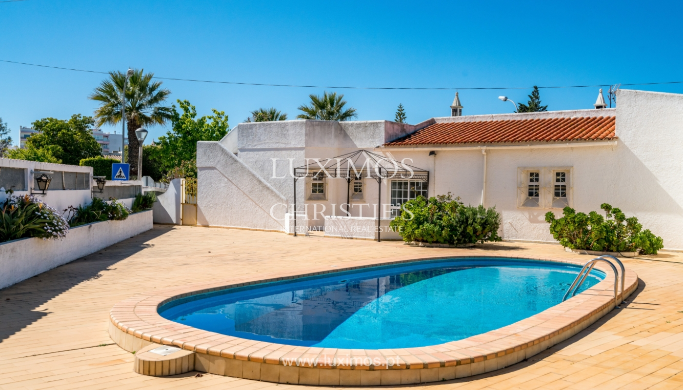 Sale of villa with pool and garden in Quarteira, Algarve, Portugal_136342