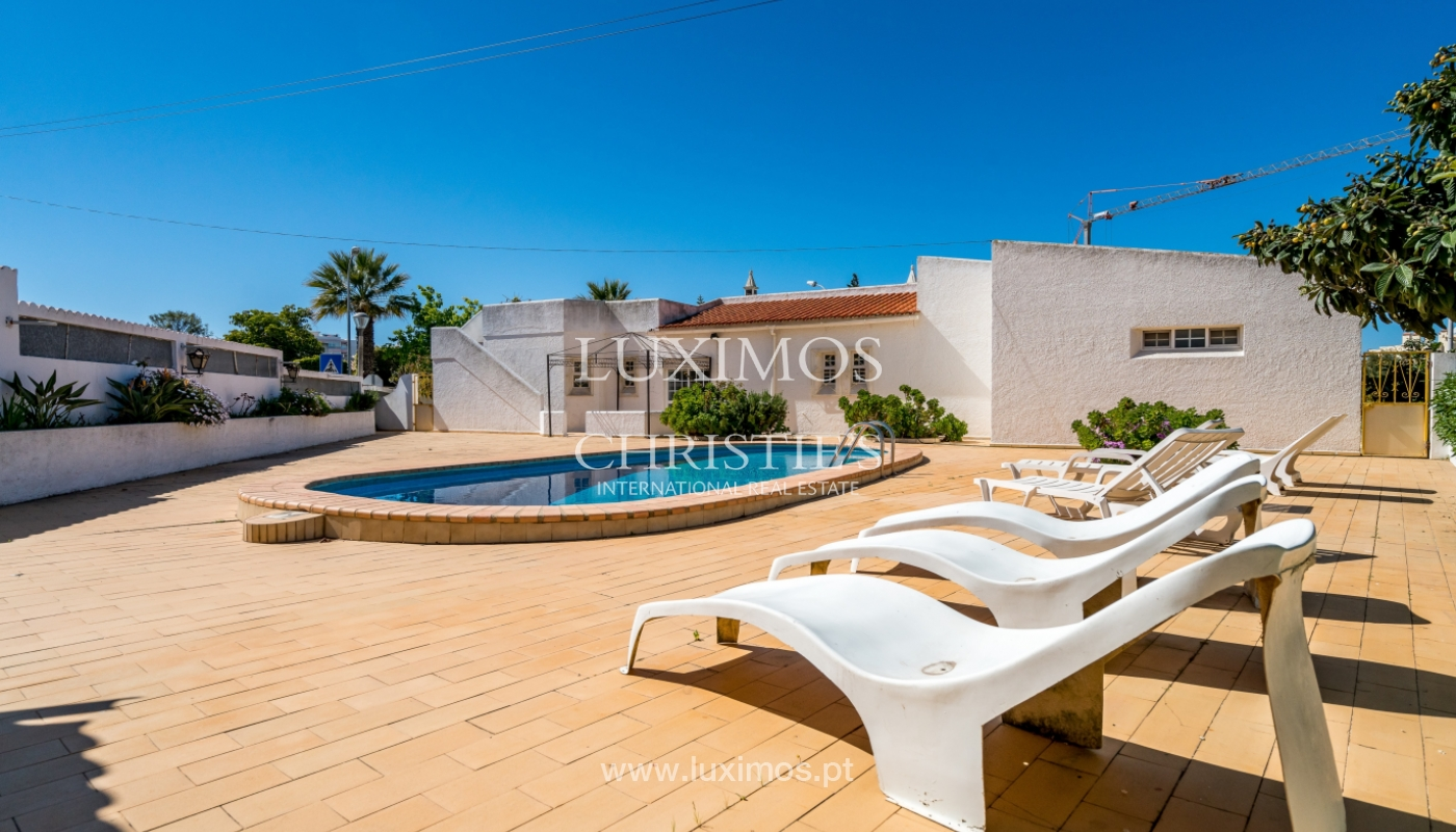 Sale of villa with pool and garden in Quarteira, Algarve, Portugal_136343