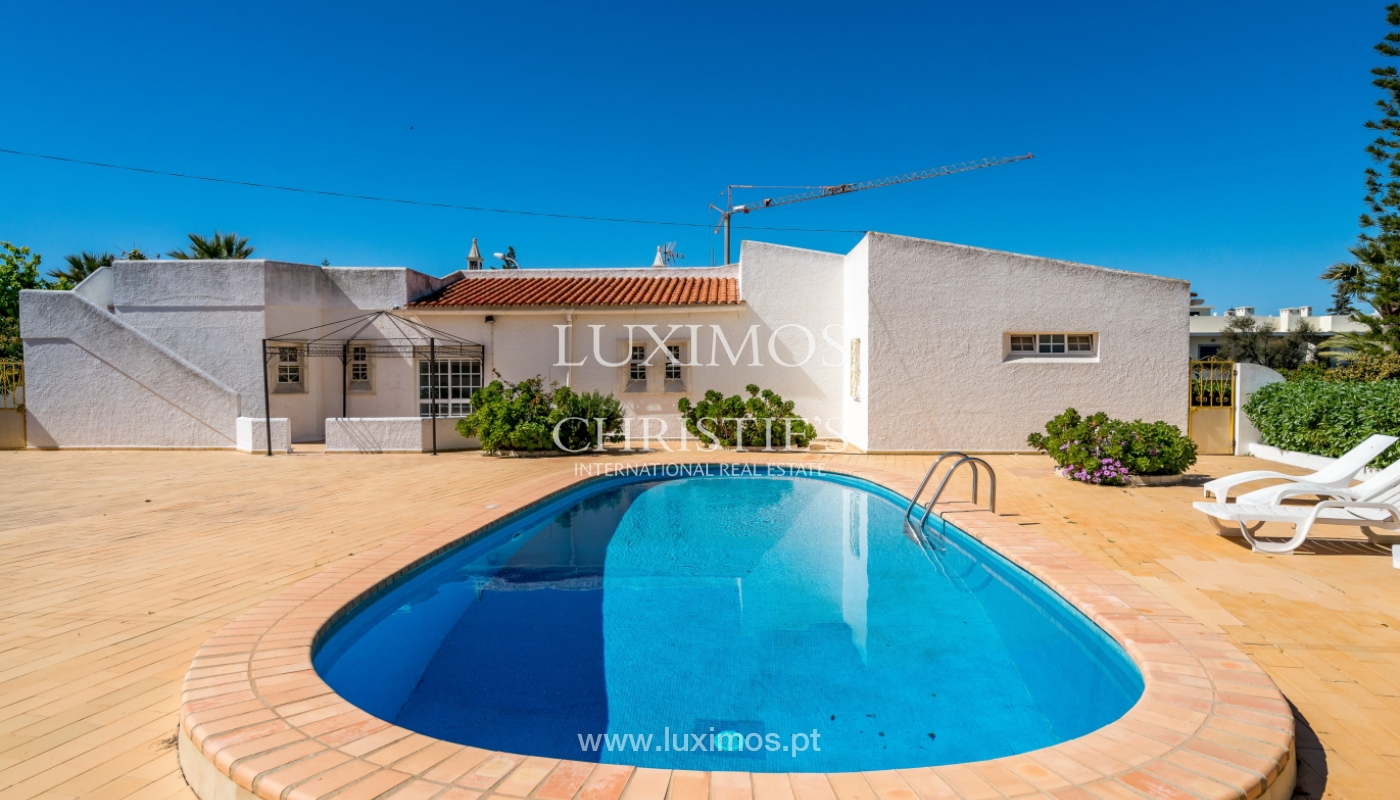 Sale of villa with pool and garden in Quarteira, Algarve, Portugal_136344