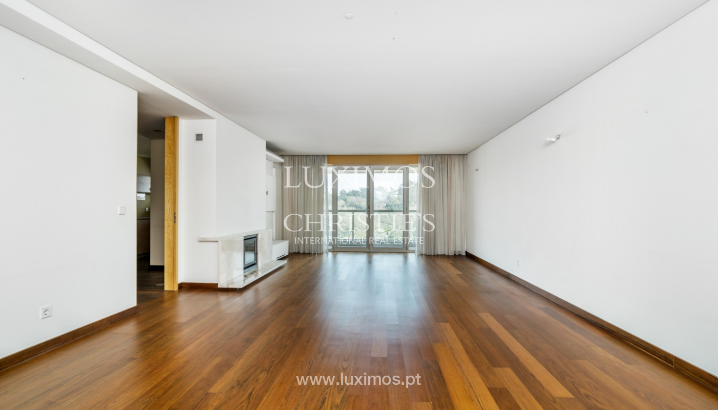 Modern apartment with balcony and river view, for sale, in Porto, Portugal_136391