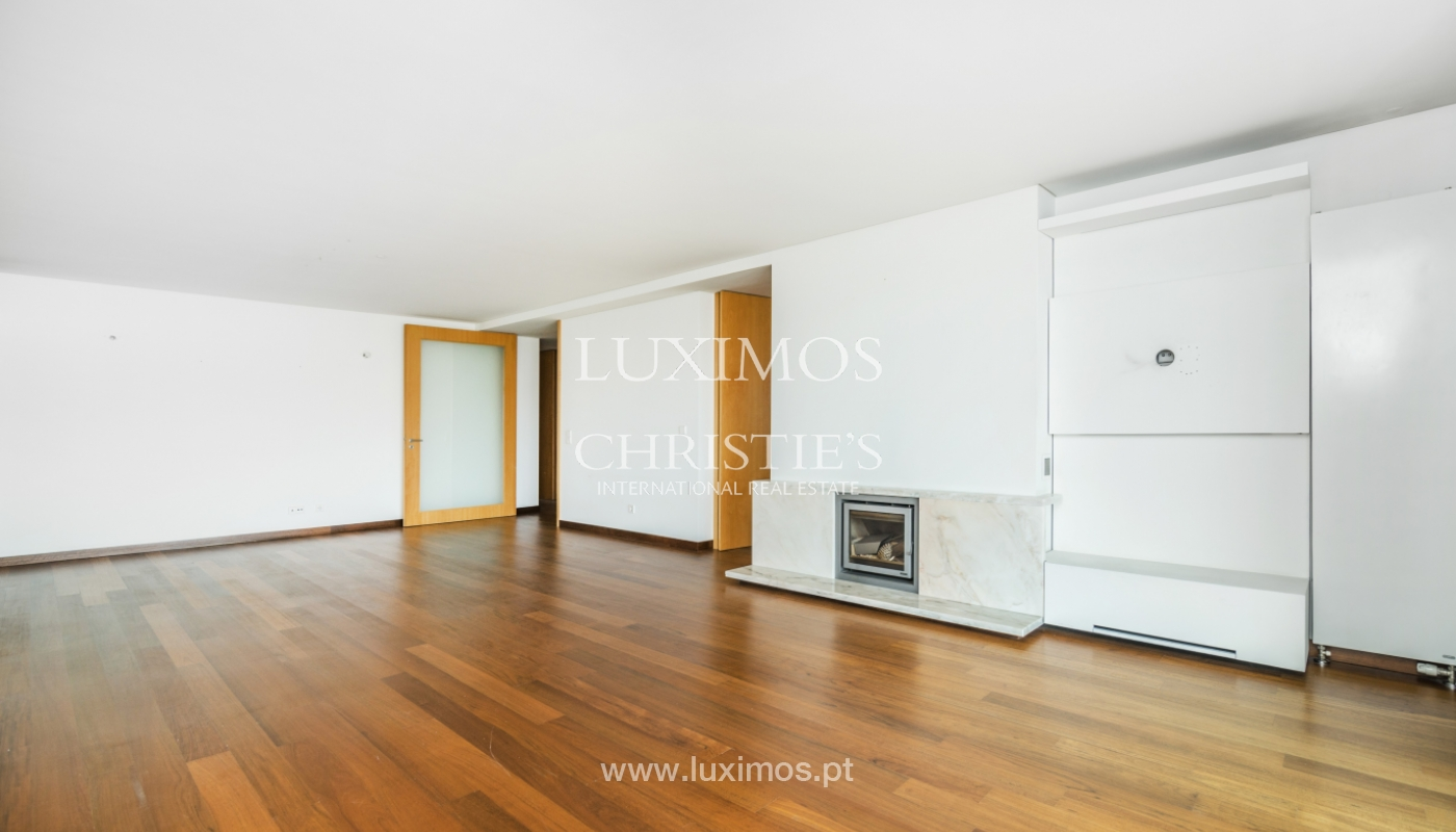 Modern apartment with balcony and river view, for sale, in Porto, Portugal_136393