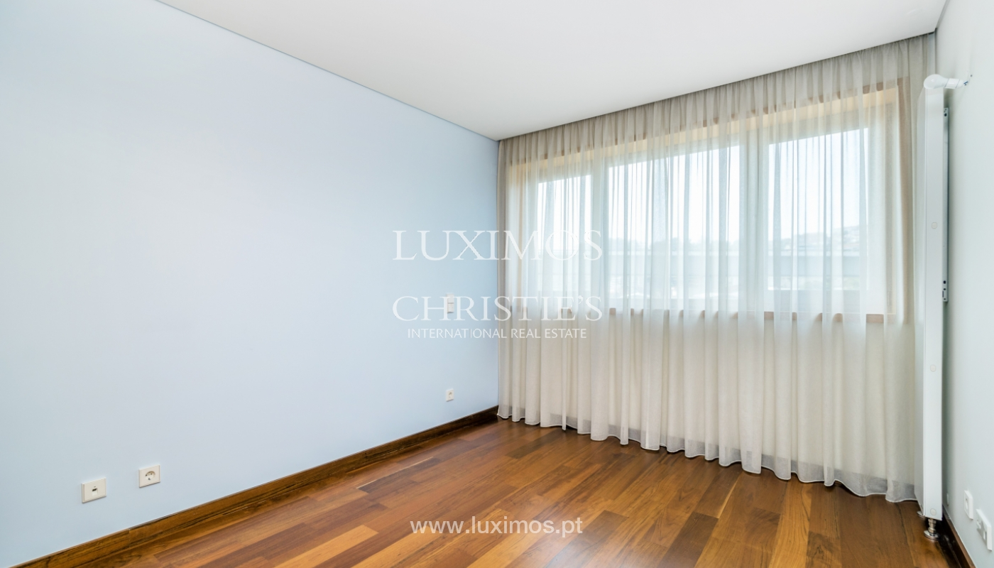 Modern apartment with balcony and river view, for sale, in Porto, Portugal_136397