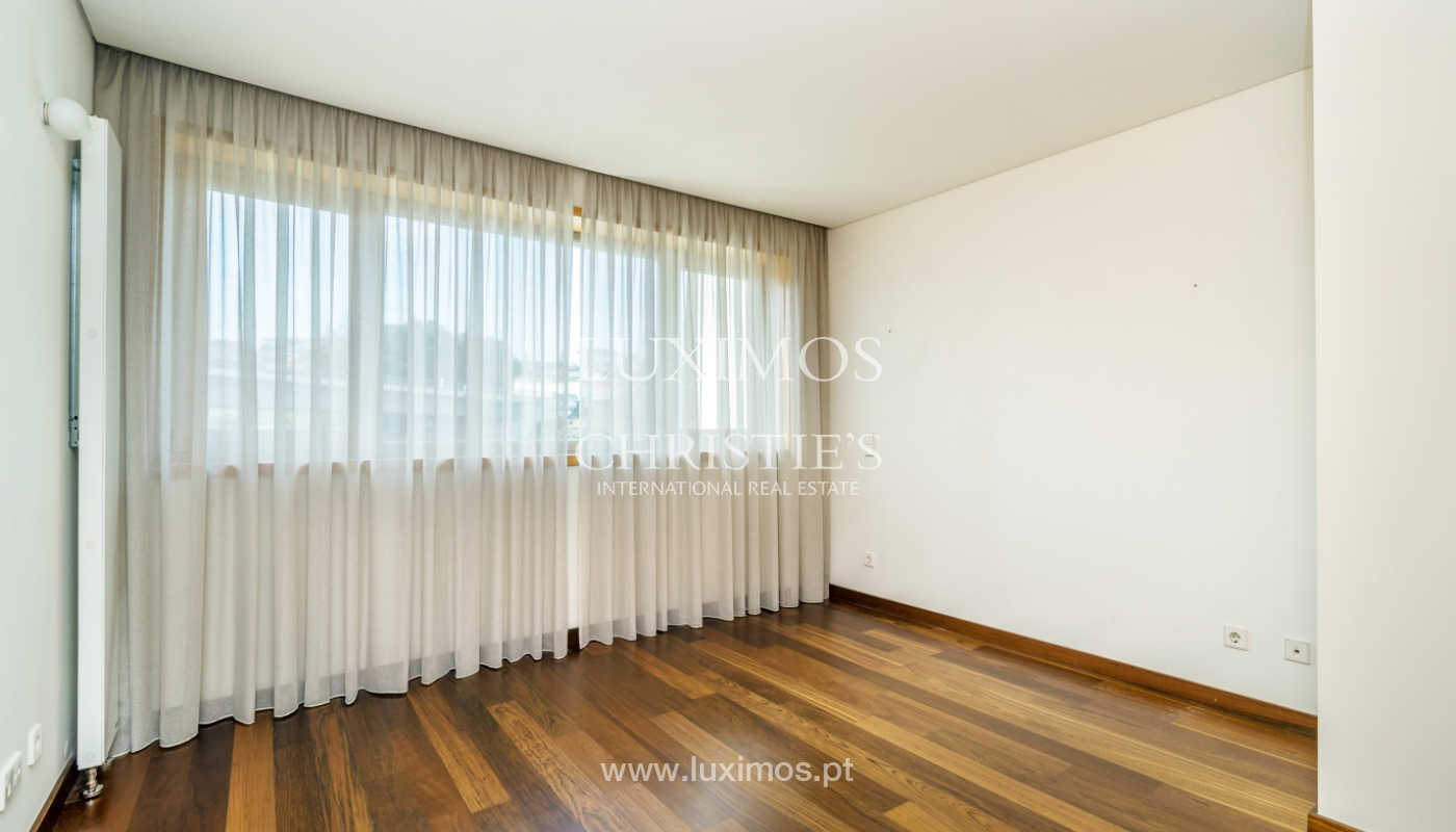 Modern apartment with balcony and river view, for sale, in Porto, Portugal_136399