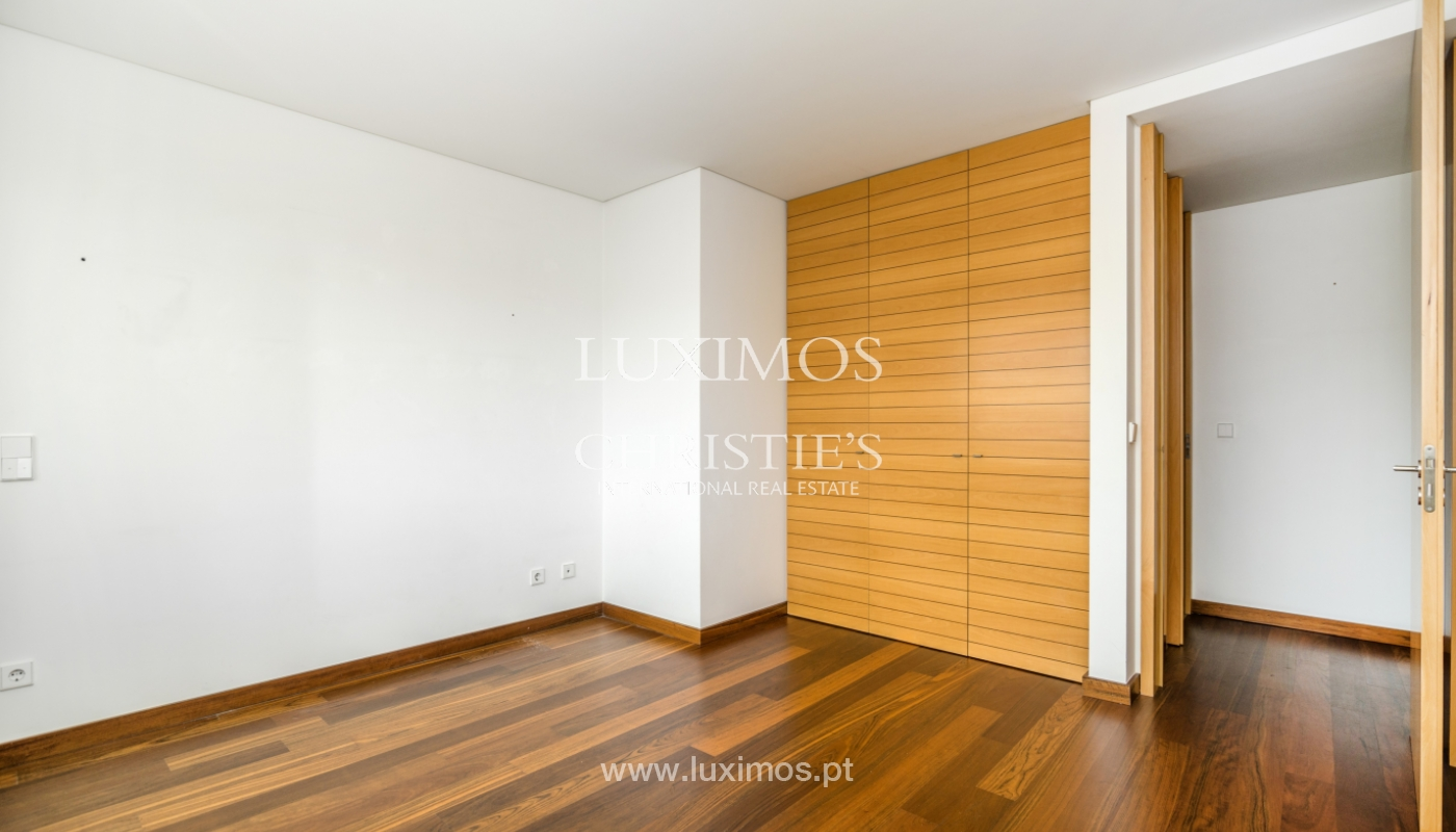 Modern apartment with balcony and river view, for sale, in Porto, Portugal_136401