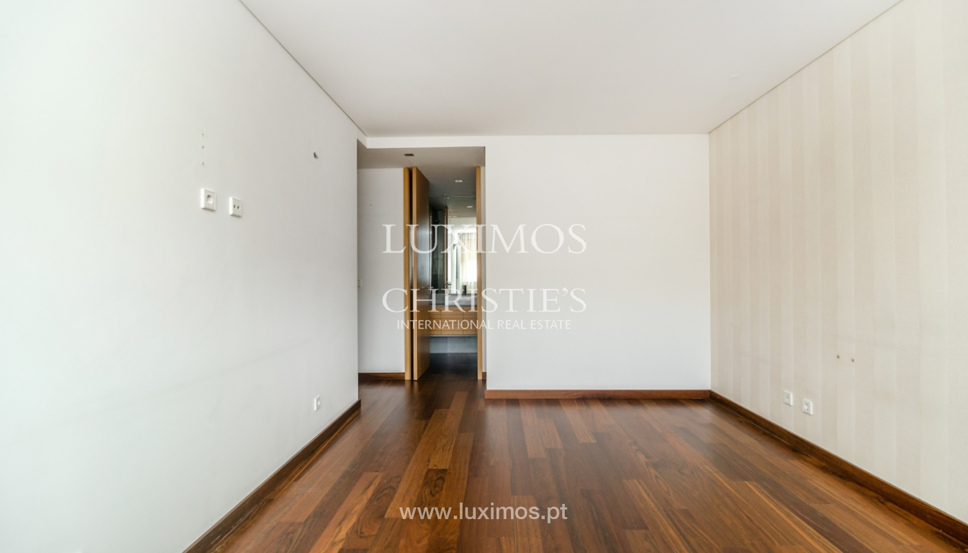 Modern apartment with balcony and river view, for sale, in Porto, Portugal_136403