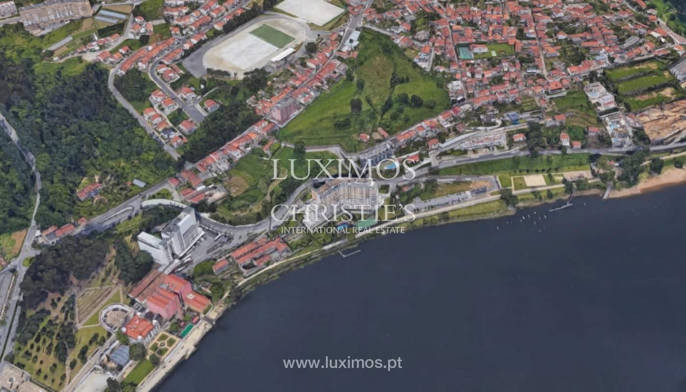 Terreno com viabilidade de construção e vistas rio, para venda, em Valbom_137809