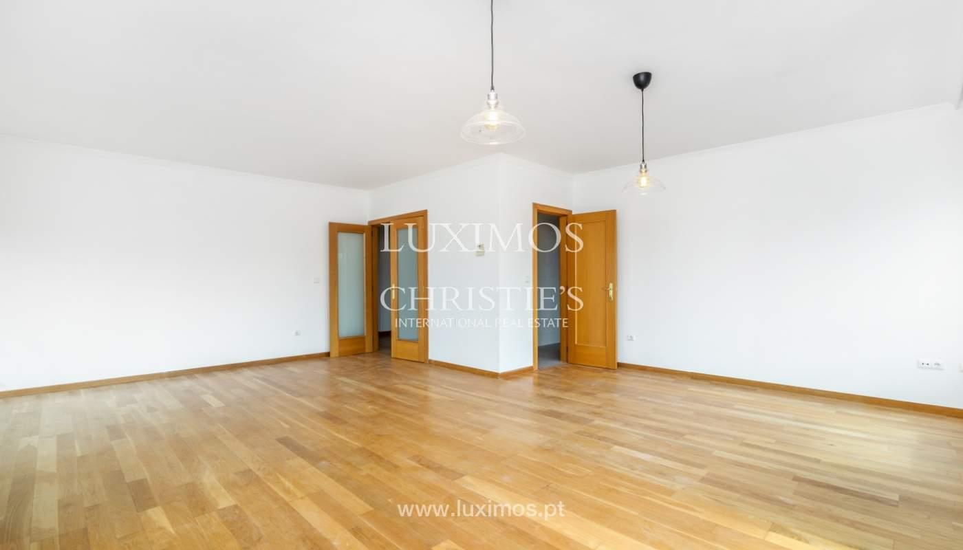 Apartamento moderno, para venda, em Lordelo do Ouro, Porto_138493