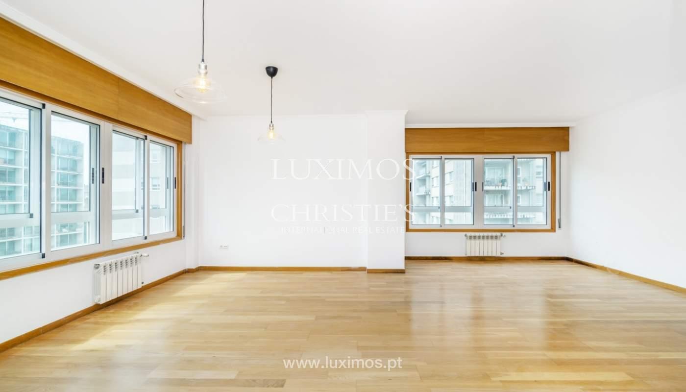 Apartamento moderno, para venda, em Lordelo do Ouro, Porto_138495