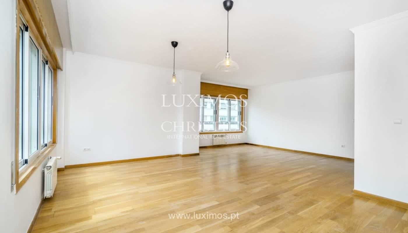 Apartamento moderno, para venda, em Lordelo do Ouro, Porto_138496