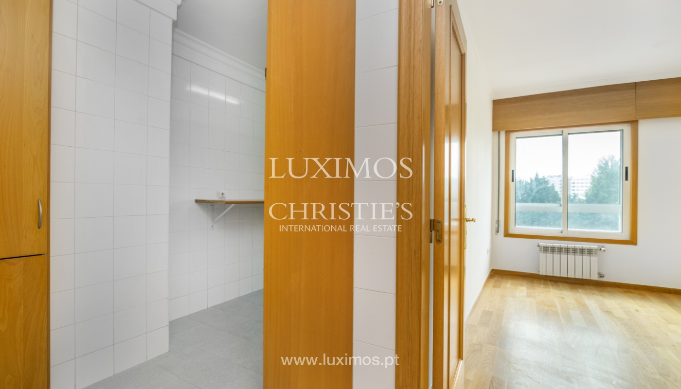 Apartamento moderno, para venda, em Lordelo do Ouro, Porto_138498