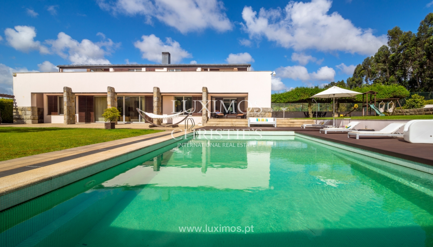 Sale of contemporary luxury villa with pool and garden, Trofa, Portugal_138797