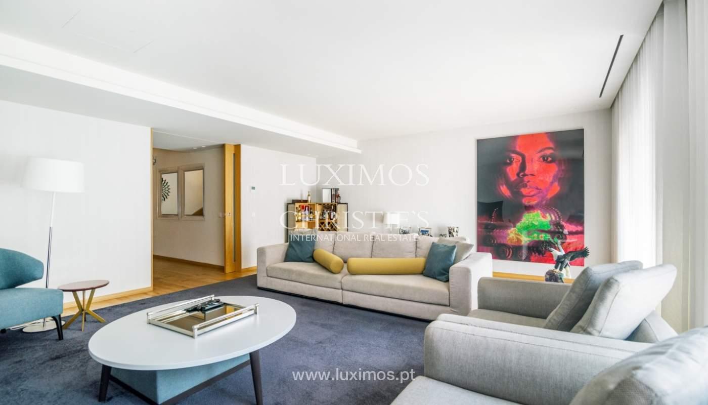 Maison rénovée avec terrasse, à vendre, près du centre de Porto, Portugal_139678