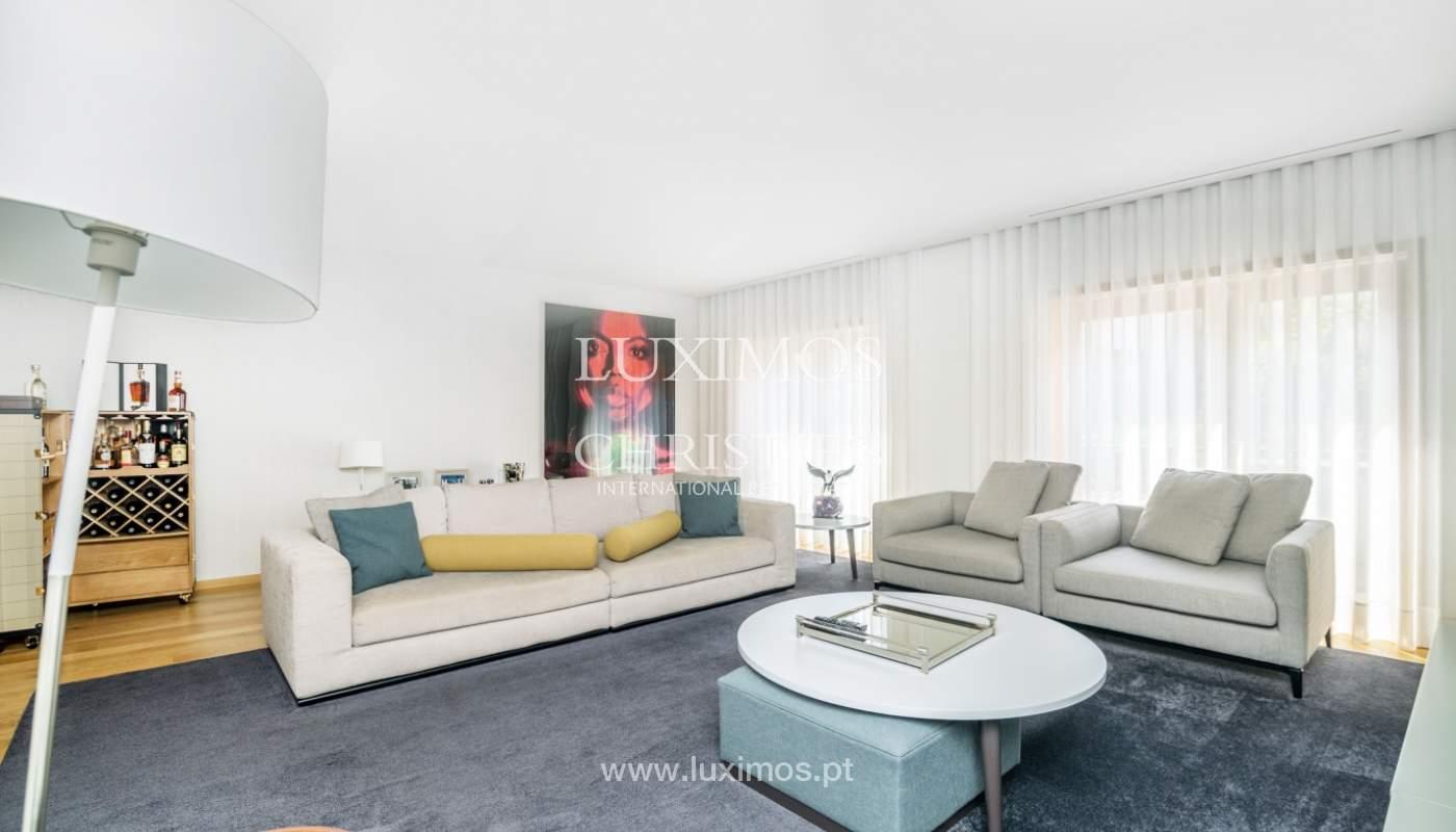 Maison rénovée avec terrasse, à vendre, près du centre de Porto, Portugal_139679