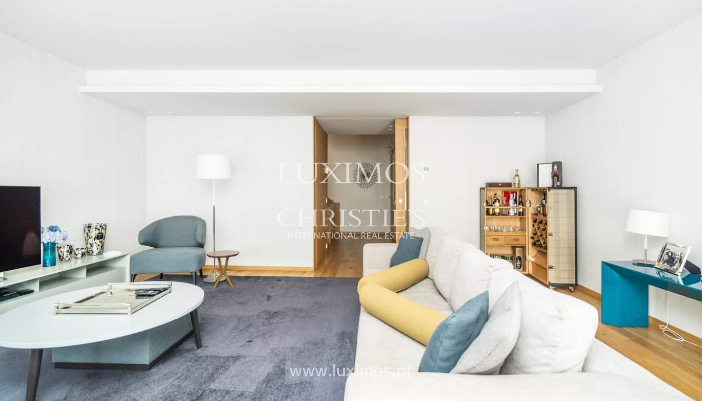 Maison rénovée avec terrasse, à vendre, près du centre de Porto, Portugal_139680