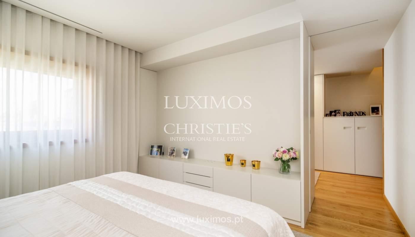 Maison rénovée avec terrasse, à vendre, près du centre de Porto, Portugal_139684