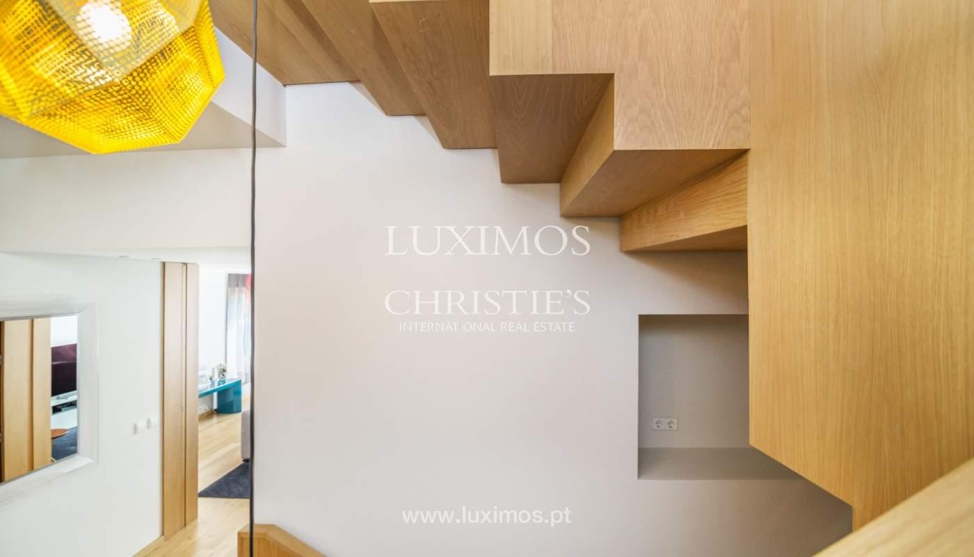 Maison rénovée avec terrasse, à vendre, près du centre de Porto, Portugal_139686
