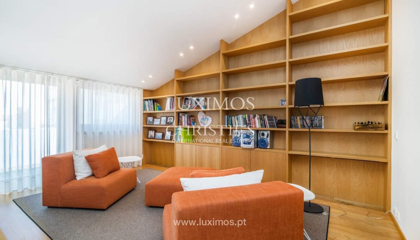 Maison rénovée avec terrasse, à vendre, près du centre de Porto, Portugal_139687