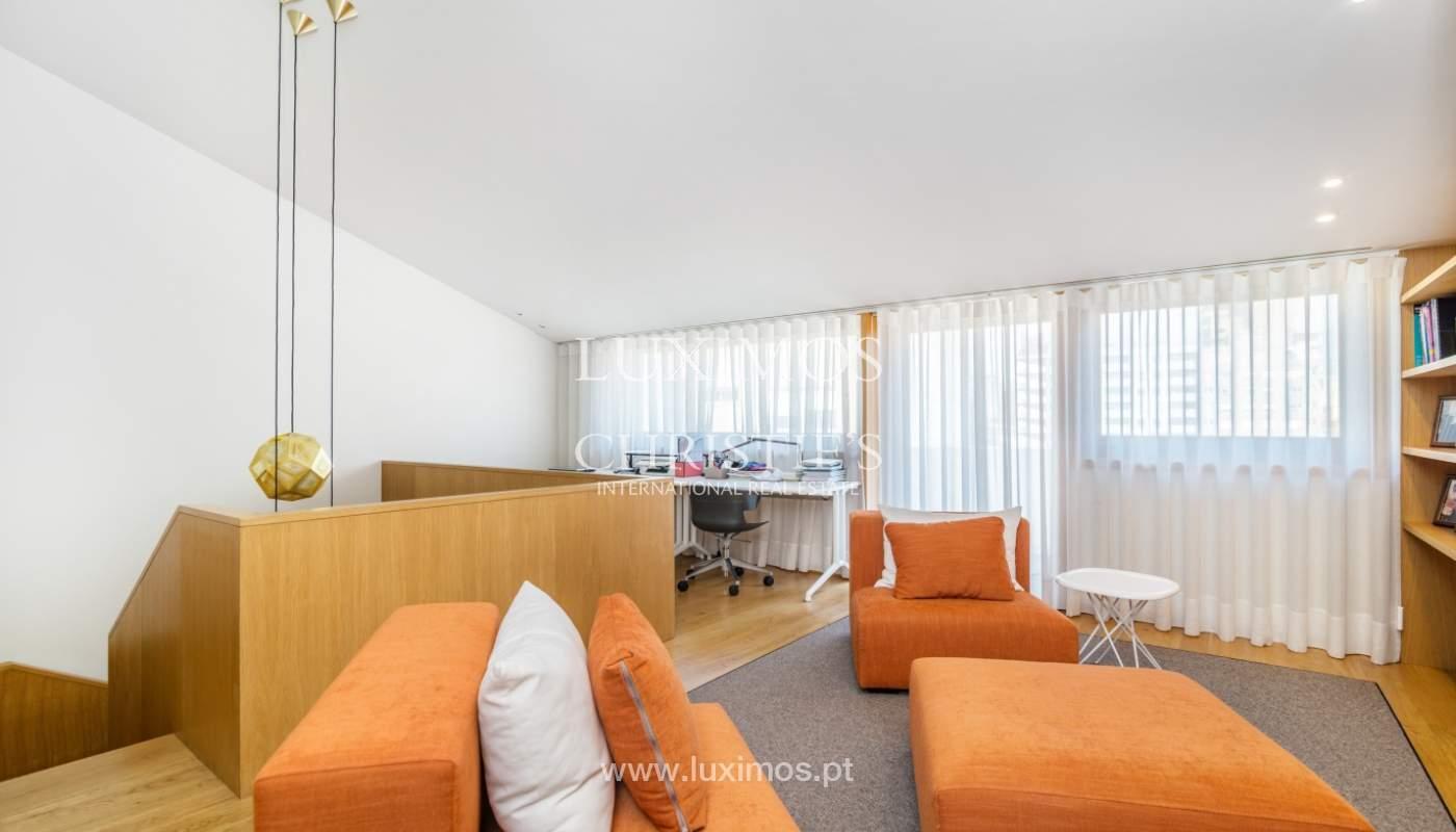 Maison rénovée avec terrasse, à vendre, près du centre de Porto, Portugal_139688