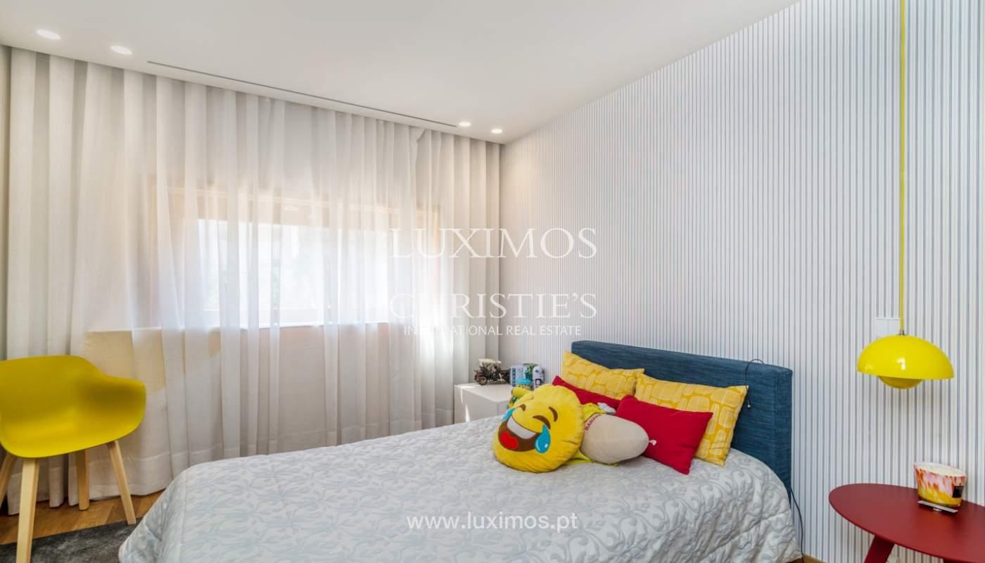 Maison rénovée avec terrasse, à vendre, près du centre de Porto, Portugal_139693
