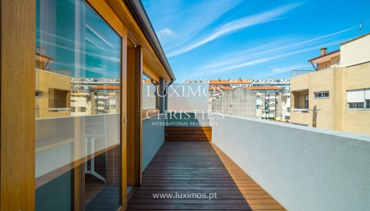 Maison rénovée avec terrasse, à vendre, près du centre de Porto, Portugal_139695
