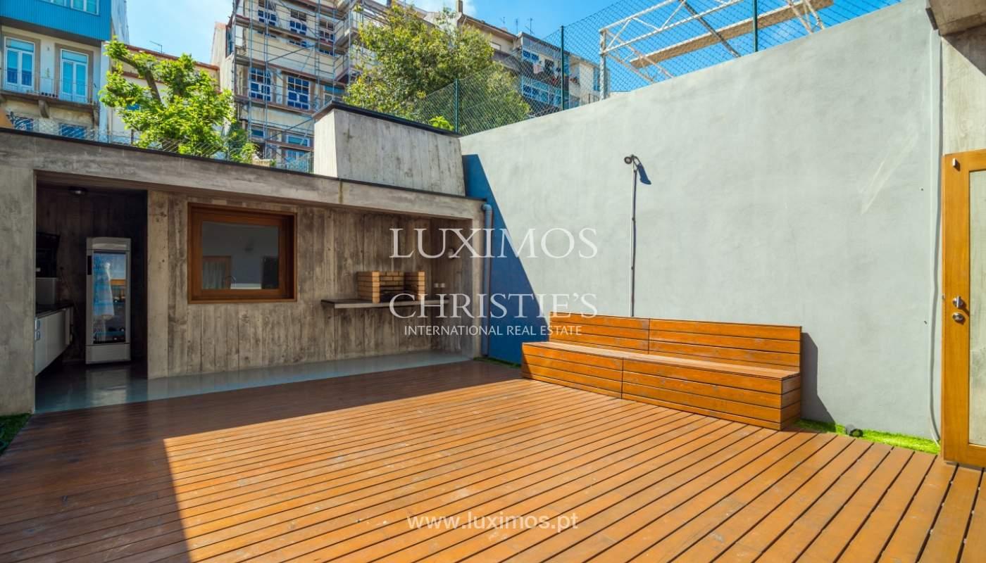 Maison rénovée avec terrasse, à vendre, près du centre de Porto, Portugal_139702